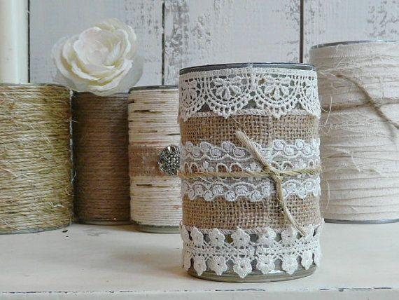 Blechdose in Sackleinen und Spitze bedeckt. perfekt für die traditionellen Bleistifte und Kugelschreiber, aber auch ideal für Kerzen und Blumen oder irgendetwas anderes kreativ von man kann...