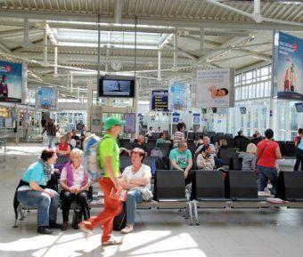 Jetzt Hotel suchen und direkt online buchen mit Gruppentouristik.net  Flughafen Leipzig/Halle | Reisende und Besucher > Flüge und Reisen ... https://www.leipzig-halle-airport.de/ Erlebnis Airport Führungen und Veranstaltungen · Flughafenführungen ...