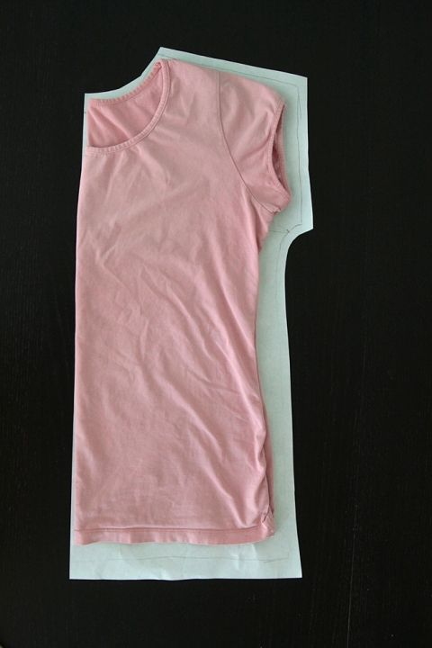 Learn how to sew a simple women's t-shirt with this easy to follow beginner sewing tutorial. Link to free tee pattern included!