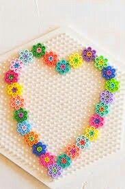 Strikkkralen bloemen hart. Hama beads flower heart