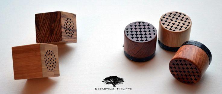 Onze draadloze handgemaakte Houten Portable Speakers.... een ideaal geschenk!  Handig in gebruik, handgemaakt en 100% van hout of bamboe en makkelijk mee te nemen en/of op te bergen. De Houten Speakers zijn klein van formaat en lichtgewicht.  Kijk snel op www.sebastiaanphilippe.nl voor onze complete collectie handgemaakte houten producten.