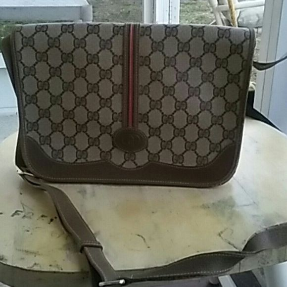 Authentic Gucci Crossbody-messenger purse!! Real authentic gucci crossbody-messenger purse. Beautiful Some wear& tear but still a good purse! Additional pics available Gucci Bags Crossbody Bags
