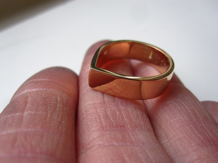 Wedding ring in red recycled 18k gold. 2012.