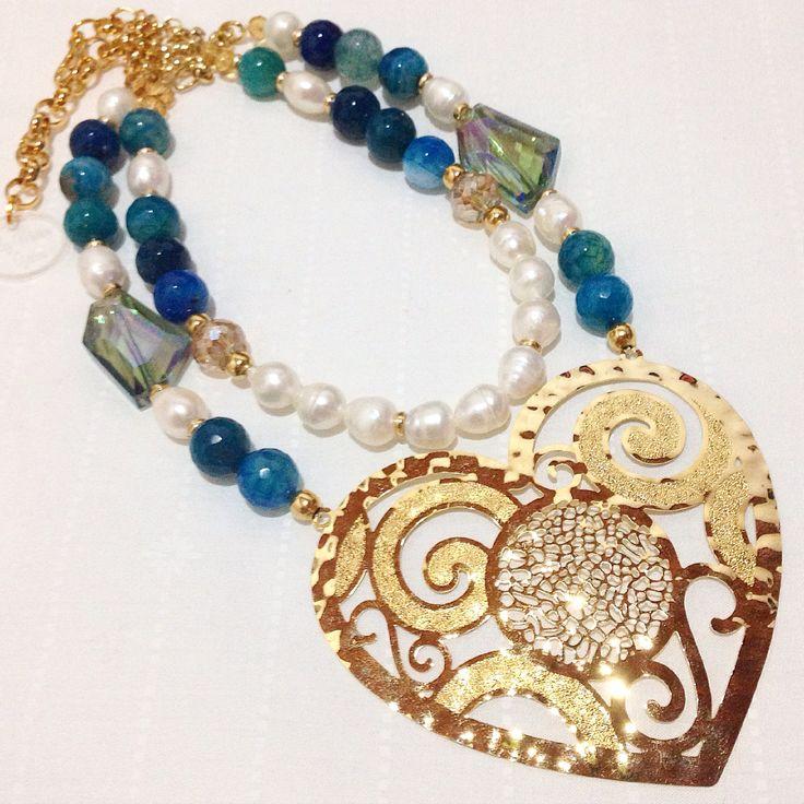 Collar con dije en bronce, agatas y perlas by Luz Marina Valero