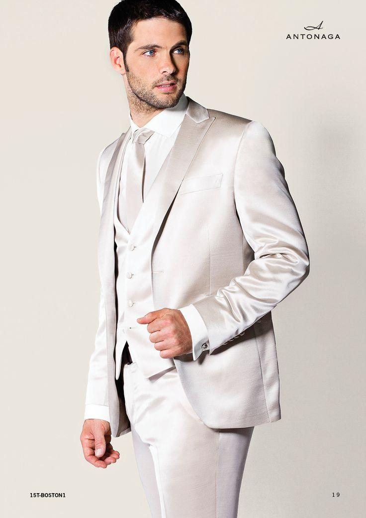 Traje de novio de la firma Antonaga, disponible en www.sastreriacampfaso.es