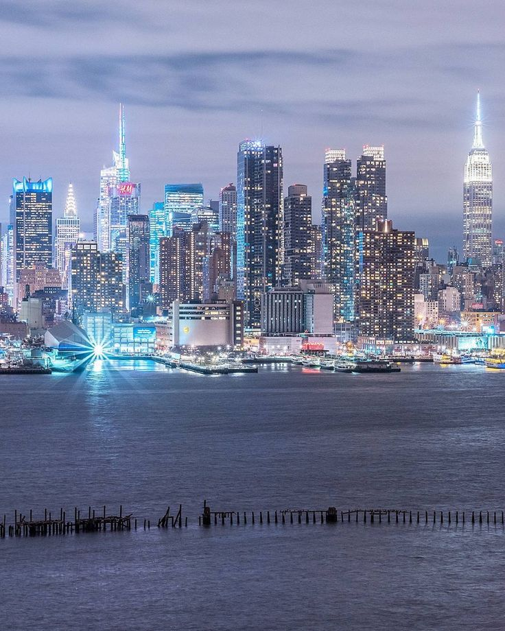 Manhattan skyline by @fullmetalphotography | The Best Photos and Videos of New York City including the Statue of Liberty, Brooklyn Bridge, Central Park, Empire State Building, Chrysler Building and other popular New York places and attractions.