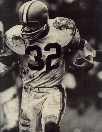An Image Gallery of classic photos of NFL Hall of Fame fullback Jim Brown who played for the Cleveland Browns from 1957 to 1965.