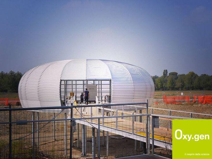 Lavori non stop per #Oxygen!  Procedono ad un ritmo serrato gli addetti ai lavori del padiglione a forma di bolla d'#aria che presto verrà inaugurato! @micheledelucchi @Expo2015Milano