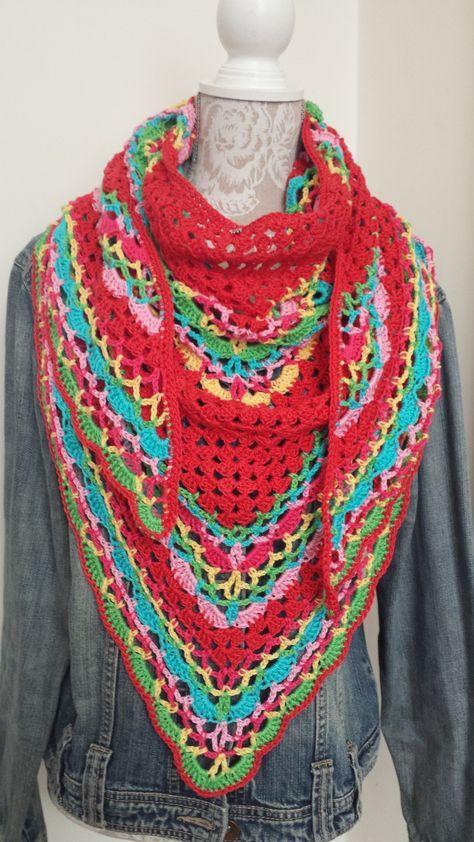 Een heuse freubelsjaal! HandmadEdith ontwierp deze leuke sjaal en deelt het gratis haakpatroon op haar Freubelwebblog: https://www.freubelweb.nl/blog/handmadedith/de-freubelsjaal/
