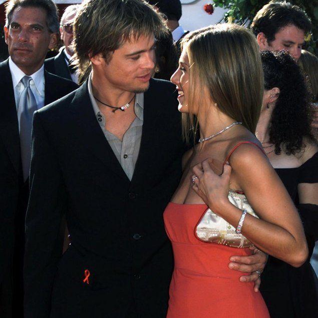 Brad Pitt E Jennifer Aniston In Coro No L Amore No Bradpitt Celebrita Hollywood Hottest Jennifer Aniston Brad Pitt Brad Pitt And Jennifer