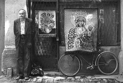 """Marian Schmidt,""""Uliczny sprzedawca kilimów"""", Częstochowa, 1991"""