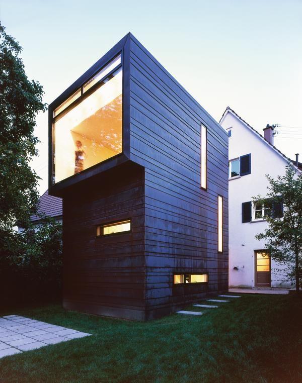 Renovation of an Arne Fentzloff`House |  Sculpture in the Garden | db German bauzeitung