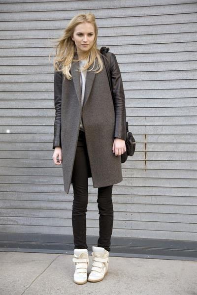 Аксессуары для светло серого пальто