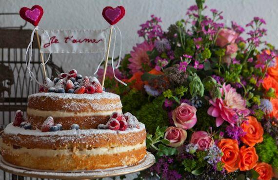 Naked Cake de dois andares com frutas vermelhas - Soul Sweet