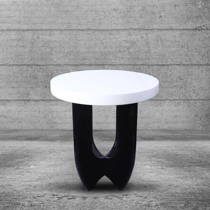 Meja Apollo - Meja resin modern yang berwarna putih bersih dan kayu yang dipasang di atasnya, pada dasar kayu yang dipernis warna hitam memberi kesan gaya retro. Sangat cocok untuk ditempatkan di ujung sofa anda dengan lampu di atasnya. Meja Apollo akan  membawa dekorasi rumah Anda ke era yang lebih modern. Pembelian sepasang untuk efek yang lebih maksimum.