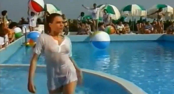 Την ώρα του Videoclip της «Bynκαv Oλα στη φopα» και ο σκηνοθέτης συνέχισε να τραβά σαν να μη συμβαίνει τίποτα!