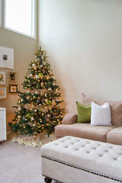 A DIY NO-SEW Christmas Tree Skirt? Sounds like a great idea!