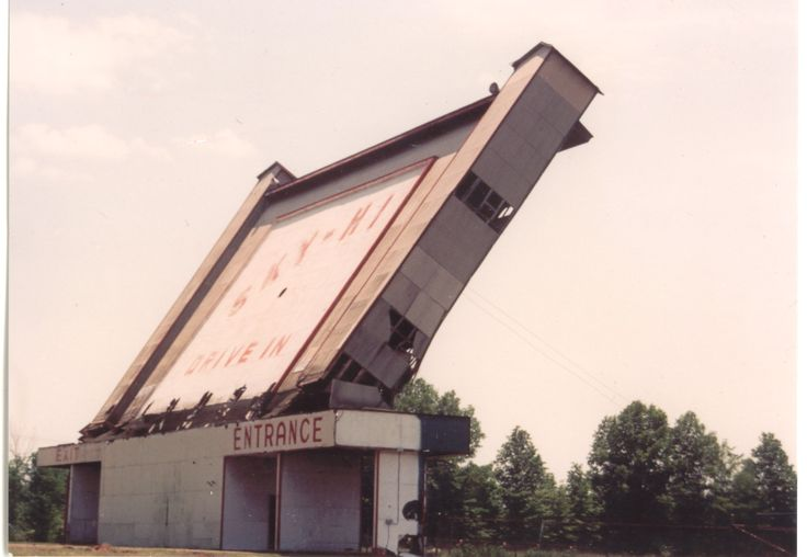 Sky-Hi screentower coming down, 1989. Photo courtesy of Victory Christian Center