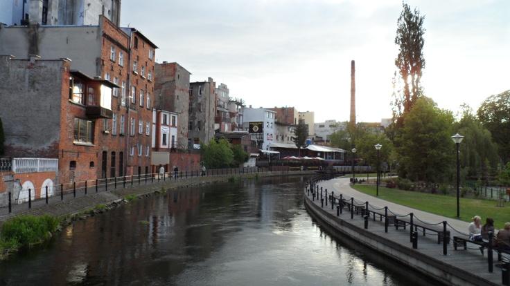 Bydgoszcz é uma cidade da Polónia com cerca de 368 000 habitantes. Fica na margem do rio Brahe, que comunica com o canal de Bydgoszcz (com 25 km de comprimento) com os rios Netze e Oder.
