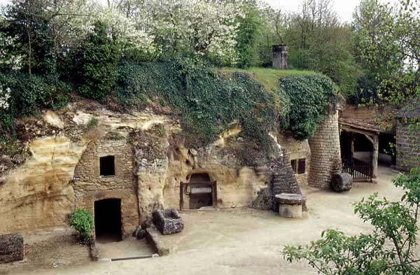 Village de Rochemenier dans le Maine-et-Loire © Troglodyte.info Maine et Loire France