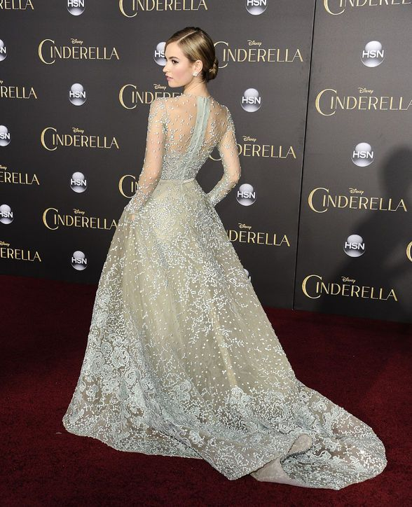 Lily James vestindo Elie Saab na estréia em LA | Cinderella Slippers | DRESS A PORTER – BLOG