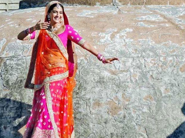 Sonam Kapoor Special Pink Sarees Wear On Prem Ratan Dhan Payo Movie 2015  #Salmankhan2015 #Blogbuster #Movie #Latestmovie #Sonamkapoorsarees