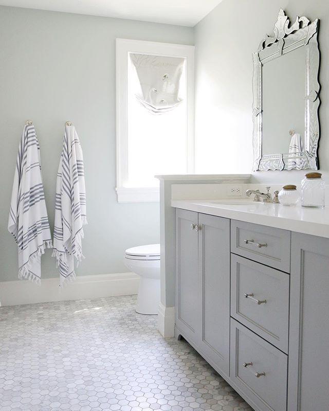 1000 Ideas About Grey White Bathrooms On Pinterest: Best 25+ Gray Bathrooms Ideas On Pinterest