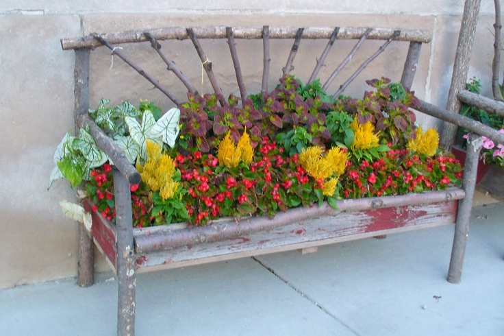 Nice Bench Planter Would Be Easy To Make With Old Wood