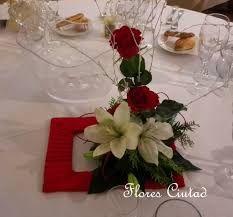Resultado de imagen de centros de mesa con rosas rojas naturales