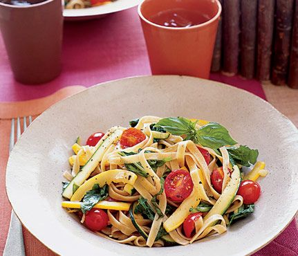 Pasta Dishes Under 450 Calories: Fettuccine With Zucchini, Arugula, Basil and Lemon. The Skinny: 352 calories per serving, 4.8 g fat (0.7 g saturated), 69.3 g carbs, 8.3 g fiber, 14.1 g protein. #SelfMagazine
