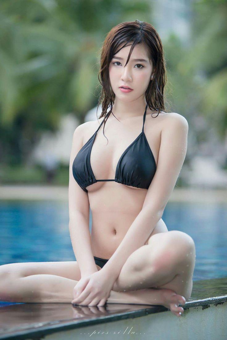 Sexy girls shiny bikinis
