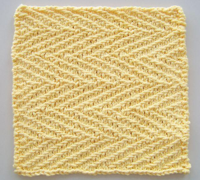 Tre dejlige klude af samme designer. Det er lette mønstre, og de gør sig godt både i ensfarvet bomuldsgarn som her og i flerfarvegarn. Pinde 3½ eller 4. Læs mere ...