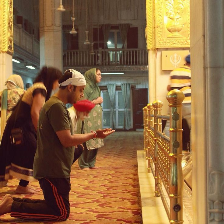 Baba ji sabki duaon ko qabool kro Aur sabhi ko khush rakhey (May God bless each and everyone with loads of happiness). A man praying at Gurudwara bangla sahib. I clicked this picture last year.  Sikhs across the district celebrated Guru Nanak Jayanti on Wednesday (25th November 2015). Sindhis who believe in Guru Nanaks teachings also celebrated his birth anniversary.  Special prayers and celebrations began at gurudwaras two days before the Guru Pournami the day on which Guru Nanak was born…