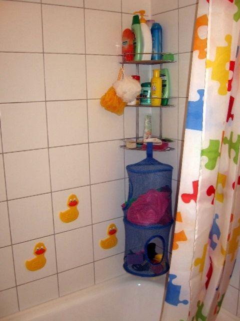 хранение игрушек для купания в корзине из Икеи