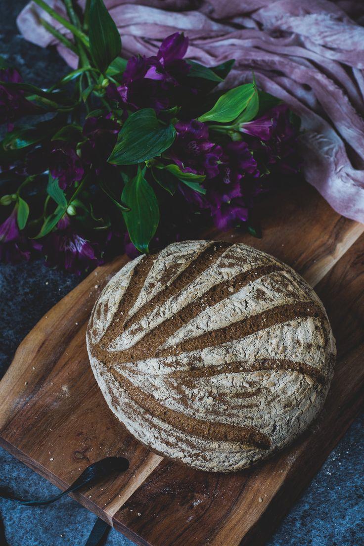 En ny variant på mitt glutenfria lantbröd bakat på durra och bovetemjöl, men utan rismjöl och stärkelse.