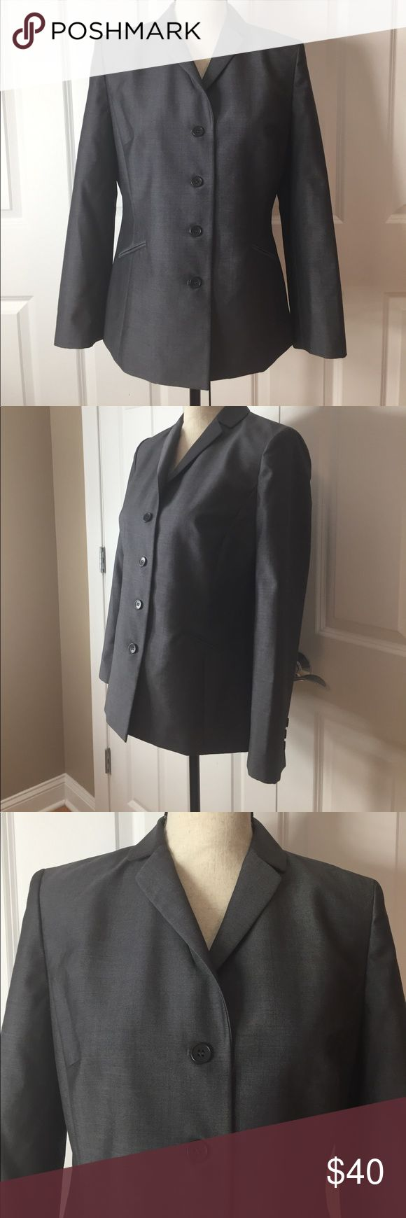 Ann Taylor Loft Women's Suit Jacket Ann Taylor Loft Women's suit jacket - gray. Size 8 petite. Great quality that lasts forever and aohas an inner lining. 🔸Fast shipping 🔸No trades 🔸Offers are welcomed 💕 Ann Taylor Jackets & Coats Blazers
