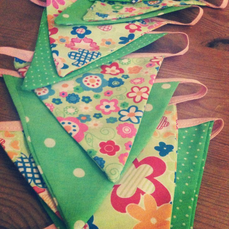 Green patterned bunting