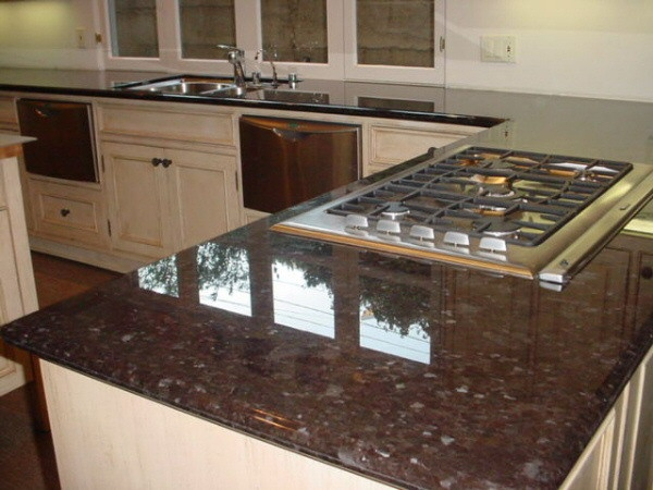 Marron cohiba granite countertops white kitchen cabinets - Encimera marron chocolate ...