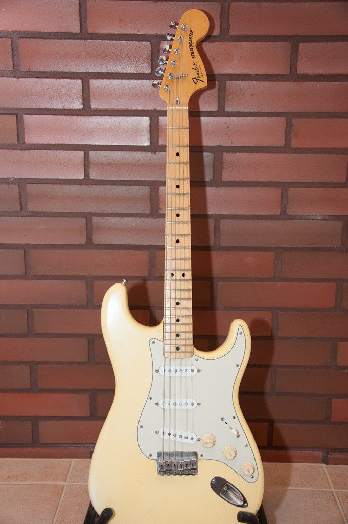 Fender Stratocaster MPL 70ies hard tail vintage white (nice yellowish tan)