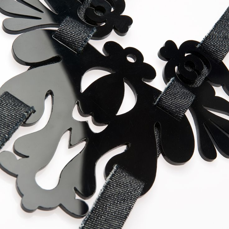 Black necklace, Cifraszűr virágos myakék