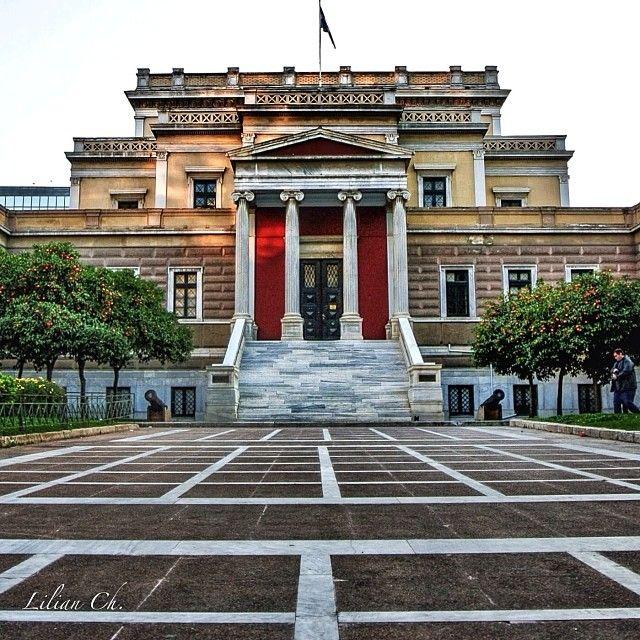 liathparis_gf ATHENS - History Museum Το Μέγαρο της Παλαιάς Βουλής θεμελιώθηκε το 1858 από τη βασίλισσα Αμαλία και οικοδομήθηκε σε σχέδια του Francois Boulanger.  http://instagram.com/p/jqtnJHCoBl/