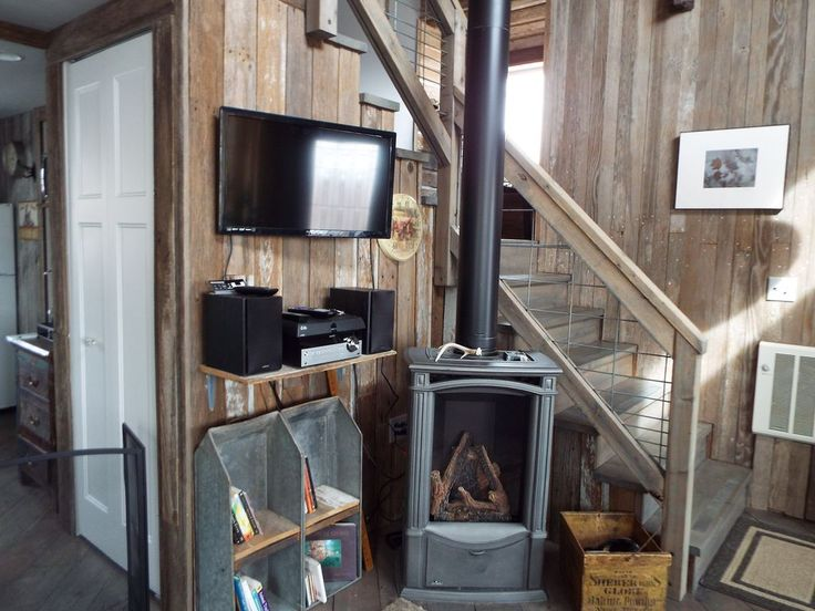Barn wood, Dish TV and Bluetooth stereo with vintage bookshelves. Old and new !
