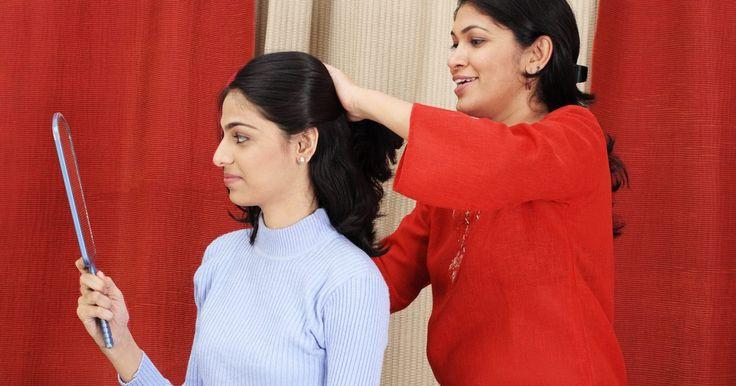 Como fazer crescer o seu cabelo com tranças. É um mito dizer que tranças fazem o cabelo crescer. O cabelo cresce a partir de elementos do corpo ou do couro cabeludo, então trançar o cabelo não faz ele crescer ou crescer mais rápido. O que elas fazem é ajudar a reter mais cabelo. As tranças protegem o cabelo contra a quebra e a queda, de modo que o crescimento é mantido e o cabelo fica mais ...