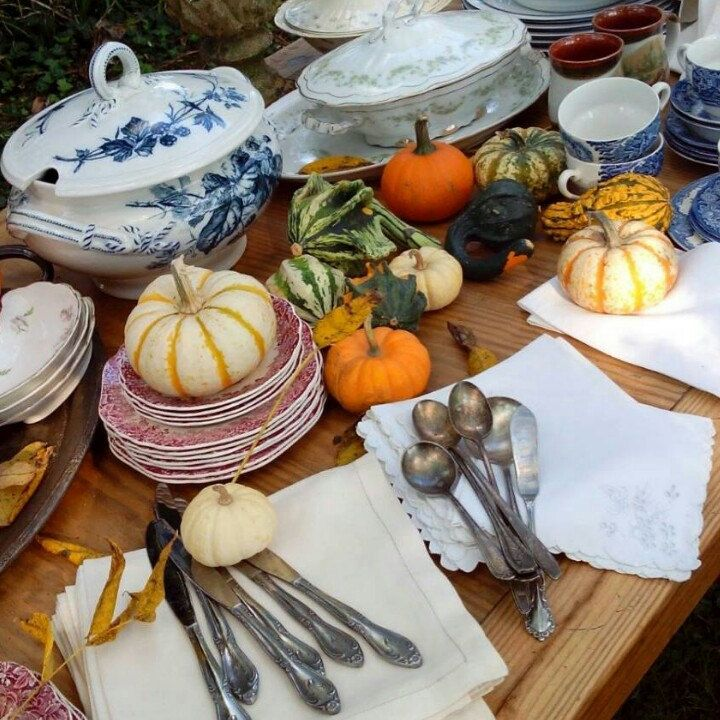 Entertaining season is here! Abi's Finds has hand picked a selection of charming antiques and eclectic pieces for your tableware. ♥ #thanksgiving table idea  #table #idea #dinnerware# me akin #Villeroy
