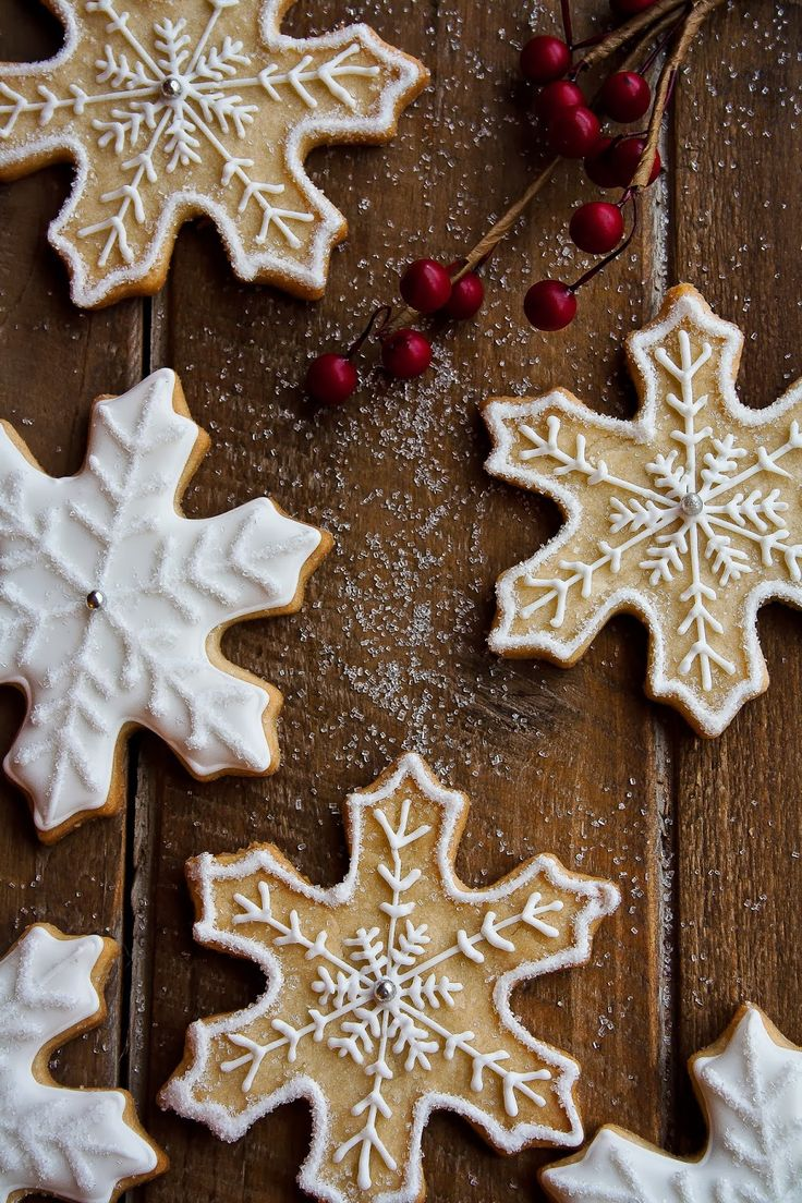 Snowflake Sugar Cookies | Hint of Vanilla