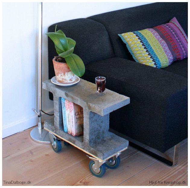 DIY Sidebord af fundablok med rå hjul under