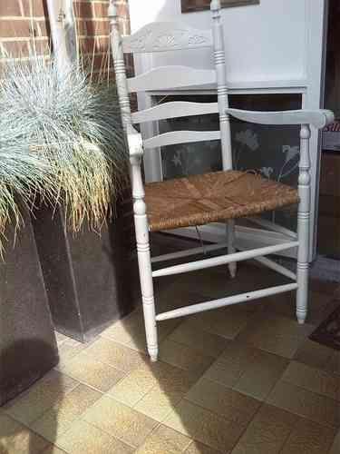 bocante witte stoel   oma stoeltje  leuk in huis