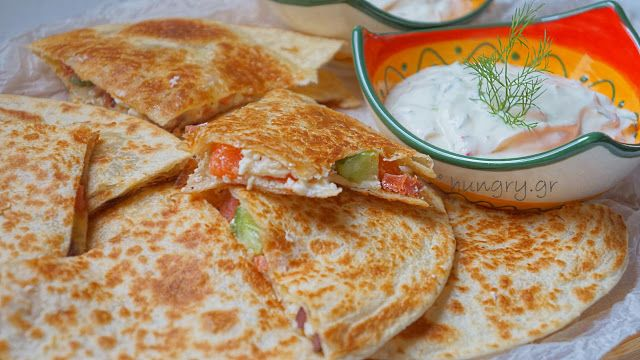 Kitchen Stori.es: Quesadillas με Φέτα & Λουκάνικο