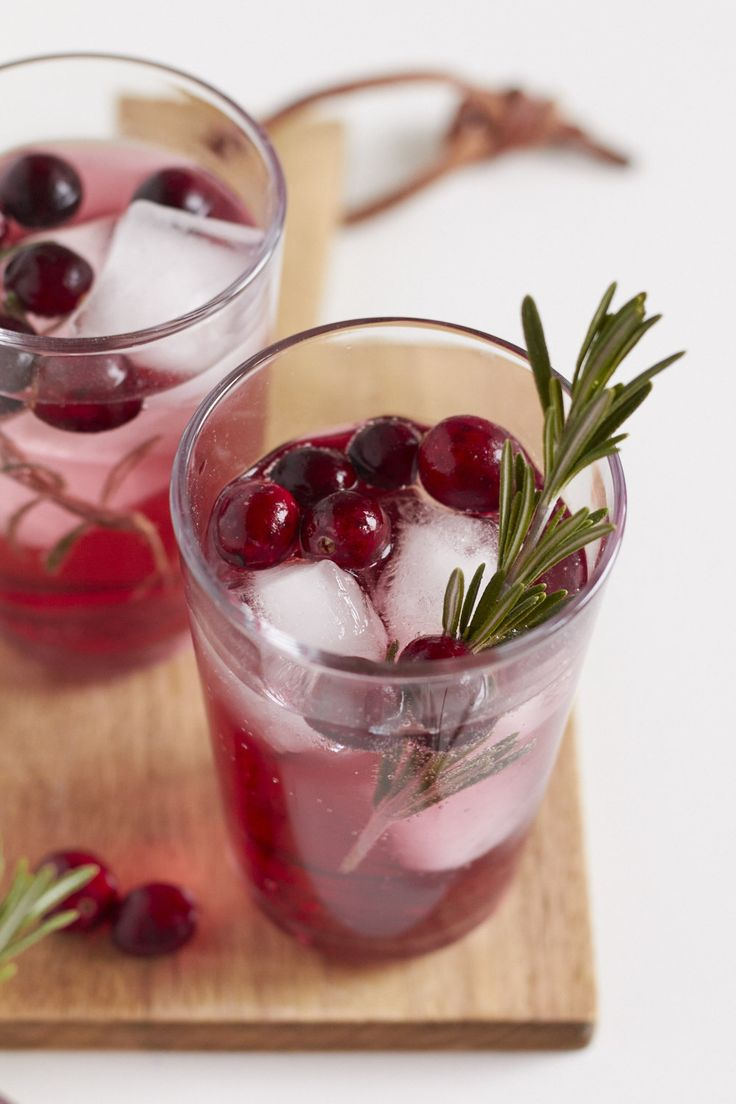 X-MAS Afterparty - frischer Cranberry Gin Tonic ideal als Weihnachtsdrink