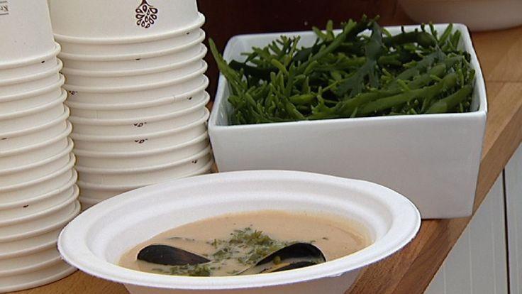 Med god tilgang på tang og tare langs dei vidstrekte jærstrendene har kokken Vidar Skjerahaug forma ei eiga tang- og taresuppe. Suppa er rik på havets delikatesser.